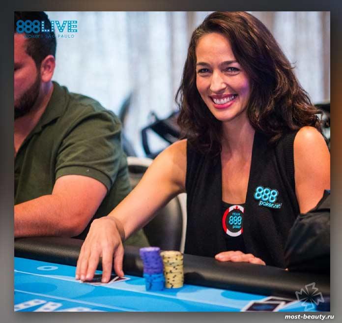 Кара Скотт - одна из самых красивых игроков в покер
