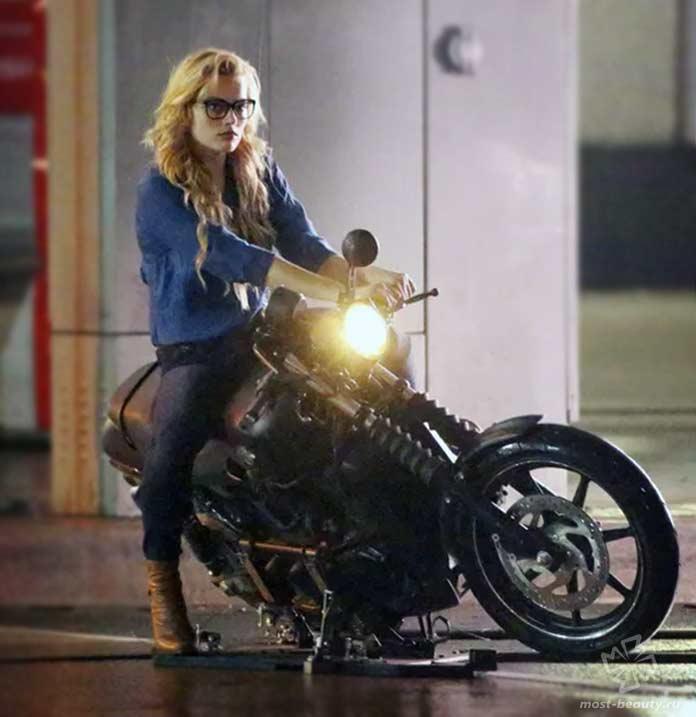 Марго на мотоцикле