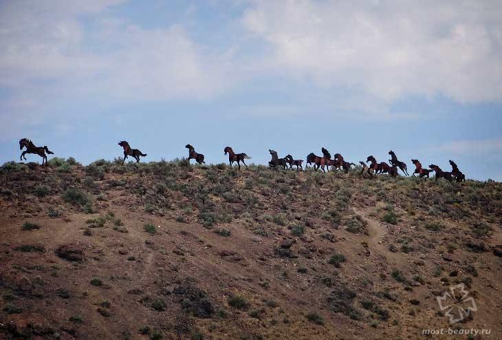 Статуя скачущих лошадей