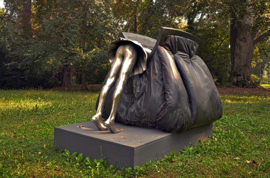 Ироничную работу представила Испания на 7-й биеннале парковой скульптуры