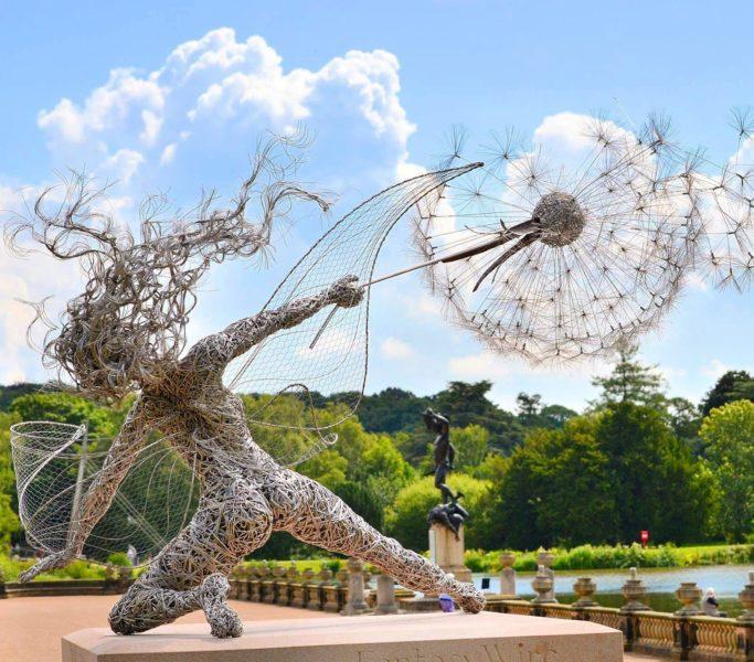 Множество фей украшают парк Трентам Гарденс в Великобритании