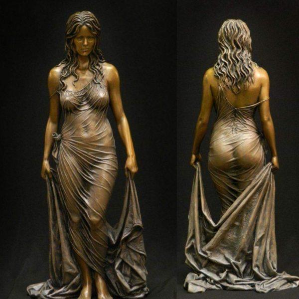 Скульптура Вирсавии – жены царя Давида и матери царя Соломона – сделана из бронзы и глины