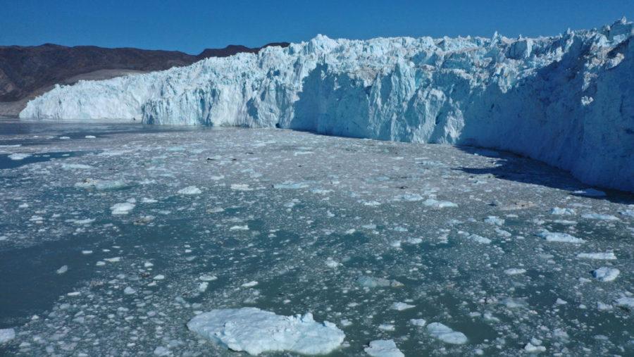 Гренландский ледяной щит: будет жить еще 2000 лет