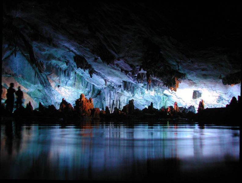 Озеро в пещере Red Flute