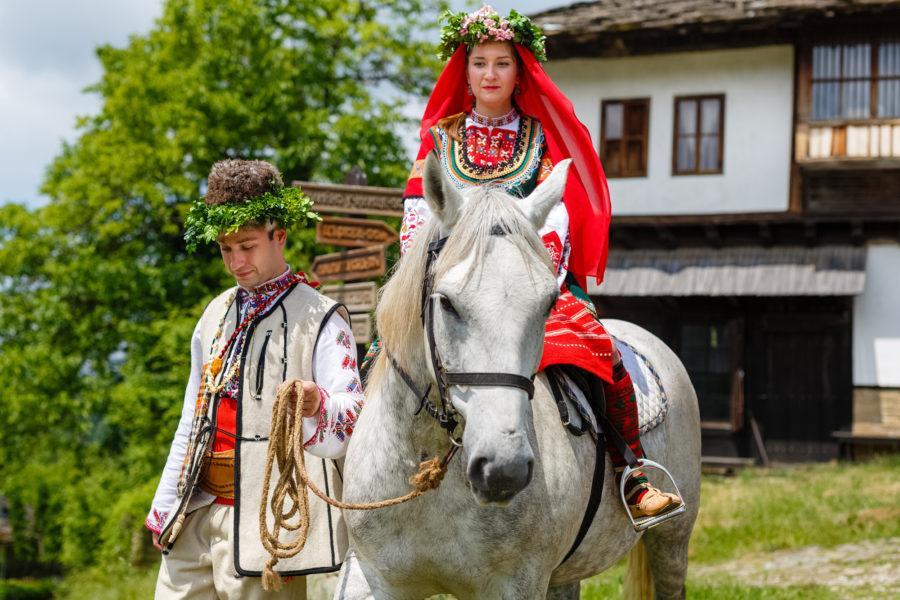 Болгария в невесту летит яблоко