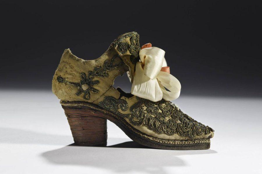 Мужская обувь на высоком каблуке, Европа