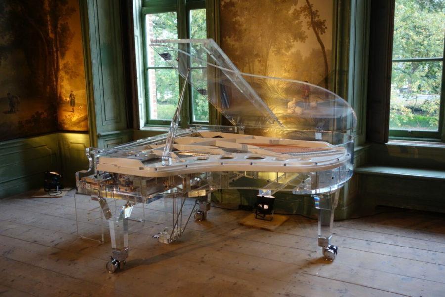 Прозрачный рояль