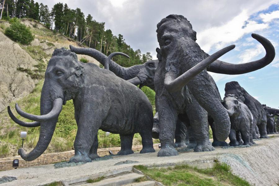 Памятник мамонтам (Ханты-Мансийск)